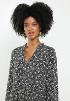 Blake - Tiered midi dress - black floral