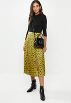 VELVET - Satin pleated midi skirt - chartreuse