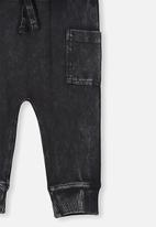 Cotton On - Zac trackpant - black