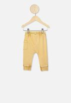 Cotton On - Zac trackpant - vintage honey
