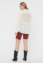Vero Moda - Genia long sleeve v-neck top - cream
