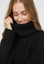 Vero Moda - Leanna rollneck blouse - black