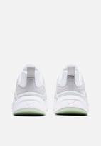 Nike - Ryz 365 - white/pistachio frost-photon dust-black