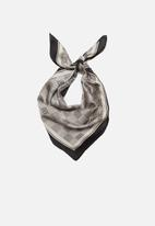Superbalist - Houndstooth neckerchief - black & white