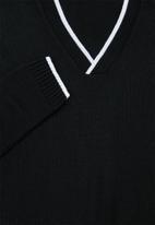 Superbalist - Regular fit deep v-neck knit - black & white