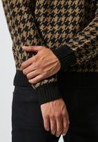 Superbalist - Houndstooth crew neck knit - multi