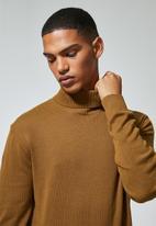 Superbalist - Premium slim fit roll neck knit - brown