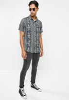Cotton On - 91 short sleeve shirt - white & black