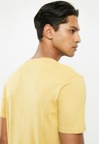 Cotton On - Essential crew neck short sleeve tee - frosted honey