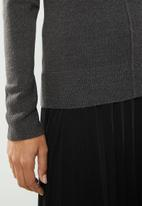 edit - Front seam crew neck - charcoal