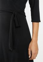 edit - Classic wrap dress - black