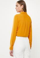 Jacqueline de Yong - Opal long sleeve shirt - inca gold