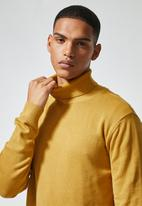 Superbalist - Premium slim fit roll neck knit - mustard