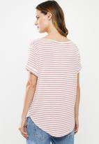 Cotton On - Karly short sleeve V-neck top - white & pink
