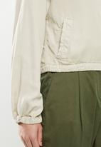 Cotton On - Femme utility bomber - neutral