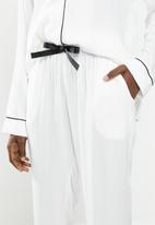 Superbalist - Sleep shirt & pants set - black & white