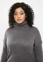 Missguided - Plus knitted turtle neck mini dress - grey
