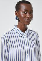Superbalist - Relaxed curved hem shirt - blue & white