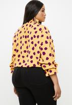 Glamorous - Plus purple spot blouse - yellow & purple