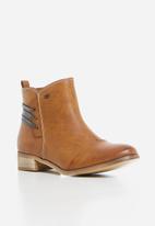 Miss Black - Clovis boot - tan
