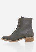 Miss Black - Cyna boot - grey