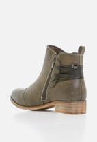 Miss Black - Clovis boot - grey