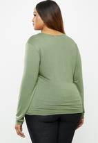 edit Plus - Fitted V-neck top - green