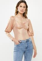 Missguided - Shimmer sweetheart neck milkmaid top - pink