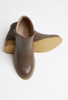 edit - Alexa chelsea boot - brown