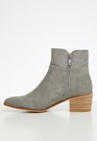 Miss Black - Archa boot - grey