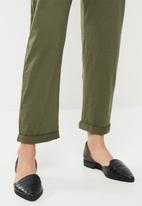 Jacqueline de Yong - Saki sleeveless button jumpsuit - green