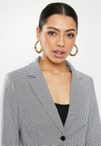 Missguided - Houndstooth check cropped blazer - black & white