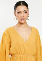 Glamorous - Plisse wrap dress with volume sleeve - yellow