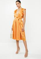 Glamorous - Crinkle satin ruffle dress - orange