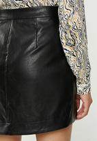 Glamorous - Wrap over pu skirt - black