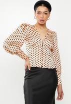 Glamorous - Vneck spot blouse - peach & black