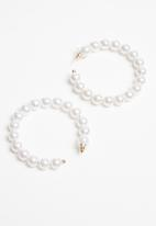 Superbalist - Faux pearl hoop earrings - cream