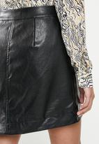 Glamorous - Petite wrap over pu skirt - black