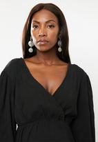 Glamorous - Maternity plisse wrap with volume sleeve - black