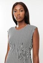 Glamorous - Maternity striped sleeveless maxi - black & white