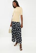Glamorous - Maternity messy spot skirt - navy & cream