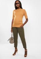 Glamorous - Maternity high neck knit - camel
