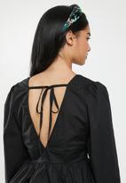 Glamorous - Petite v-neck blouse - black