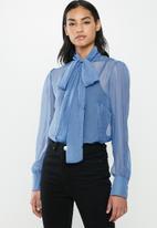 Glamorous - Petite kitty bow blouse - blue