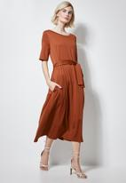 Superbalist - Fit & flare belted dress - rust