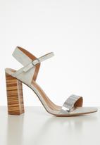 Footwork - Macey heel - white & silver