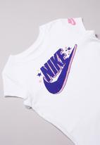 Nike - Futura regrind short sleeve scoop tee - white