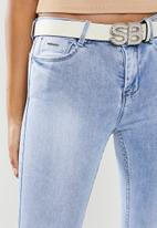 Sissy Boy - Axel mid waist skinny with branded bling belt - blue