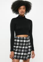 Blake - SOFT TOUCH ROLL OVER CROP TOP- BLACK