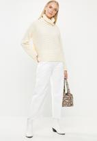 Vero Moda - Leanna rollneck blouse - cream